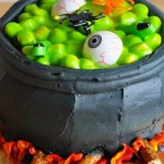 Creepy Holloween Cake Cauldron Witchs cake