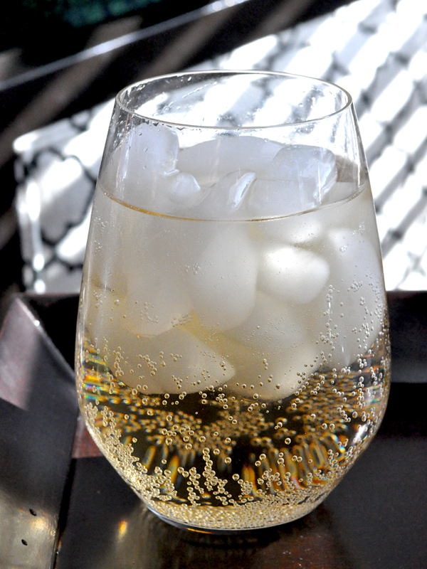Canada Dry Ginger Ale 10 Ten in glass with ice