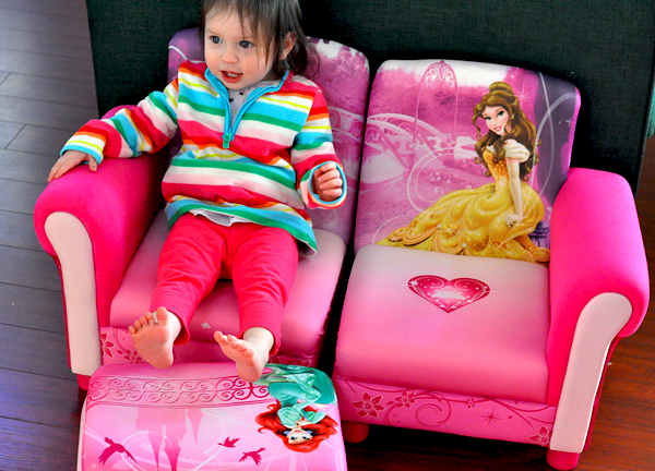 Delta Childrens 3pc Disney Princess Couch (2)