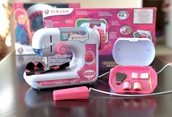 Teach Your Kids To Sew With A Kid Friendly Sewing Machine By Singer Gorgeous Singer Ez Stitch Toy Sewing Machine