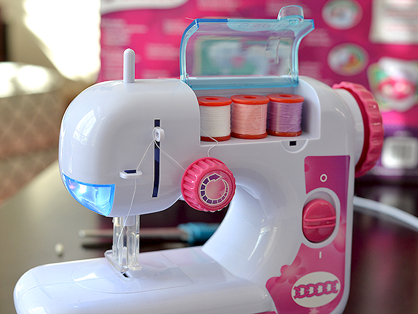 Teach Your Kids To Sew With A Kid Friendly Sewing Machine By Singer Fascinating Singer Ez Stitch Toy Sewing Machine