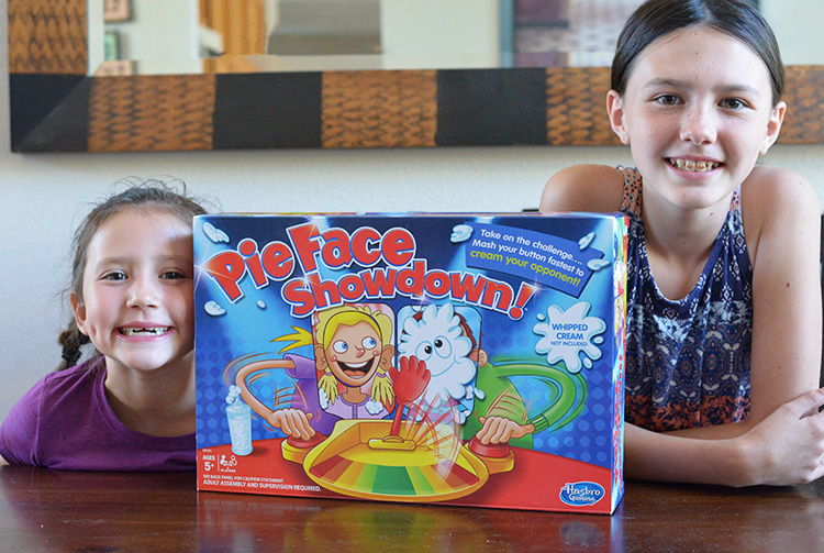 pie-face-showdown-game-hasbro-4