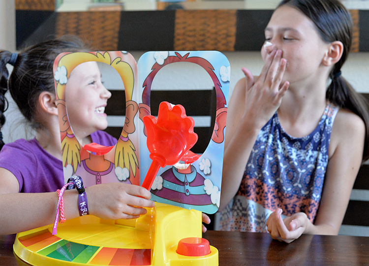 pie-face-showdown-game-hasbro-5