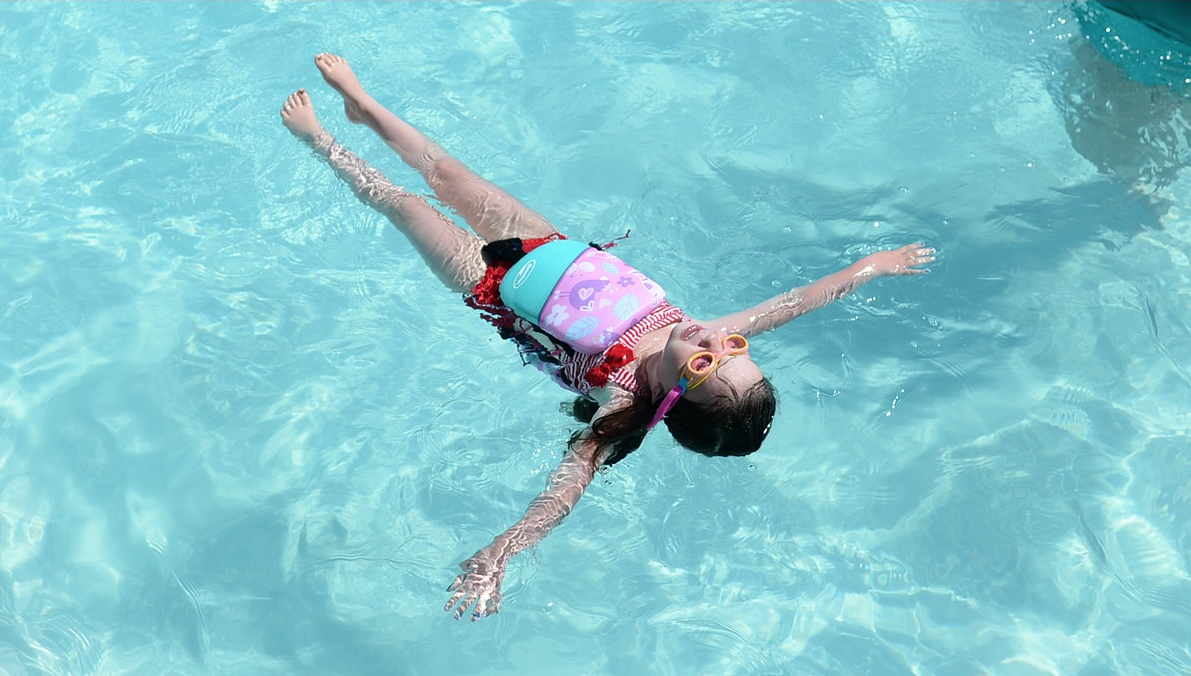 toddler swimming with swimways power swimr