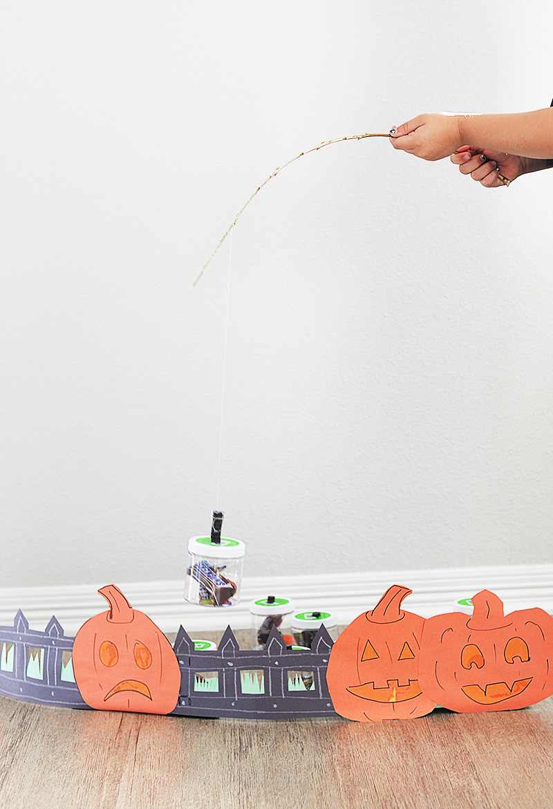 Halloween pumpkin fishing for candy craft for kids (1)