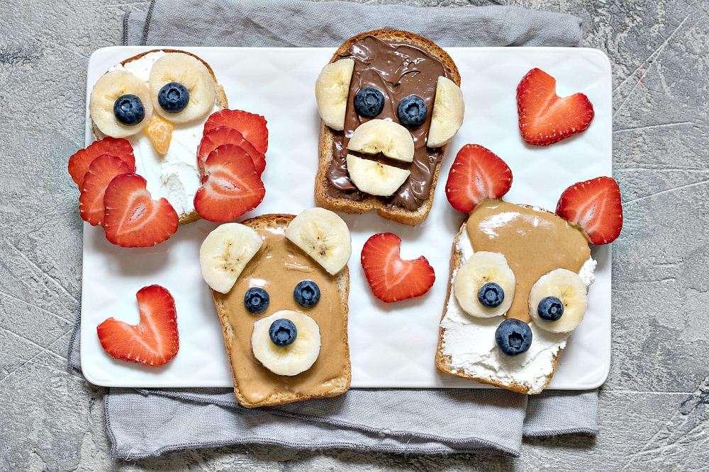 breakfast ideas for kids with toast animals blueberry strawberry banana